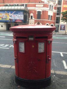 イギリスの赤い郵便ポストです。british red post