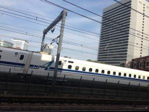 新幹線(東京・浜松町駅にて)