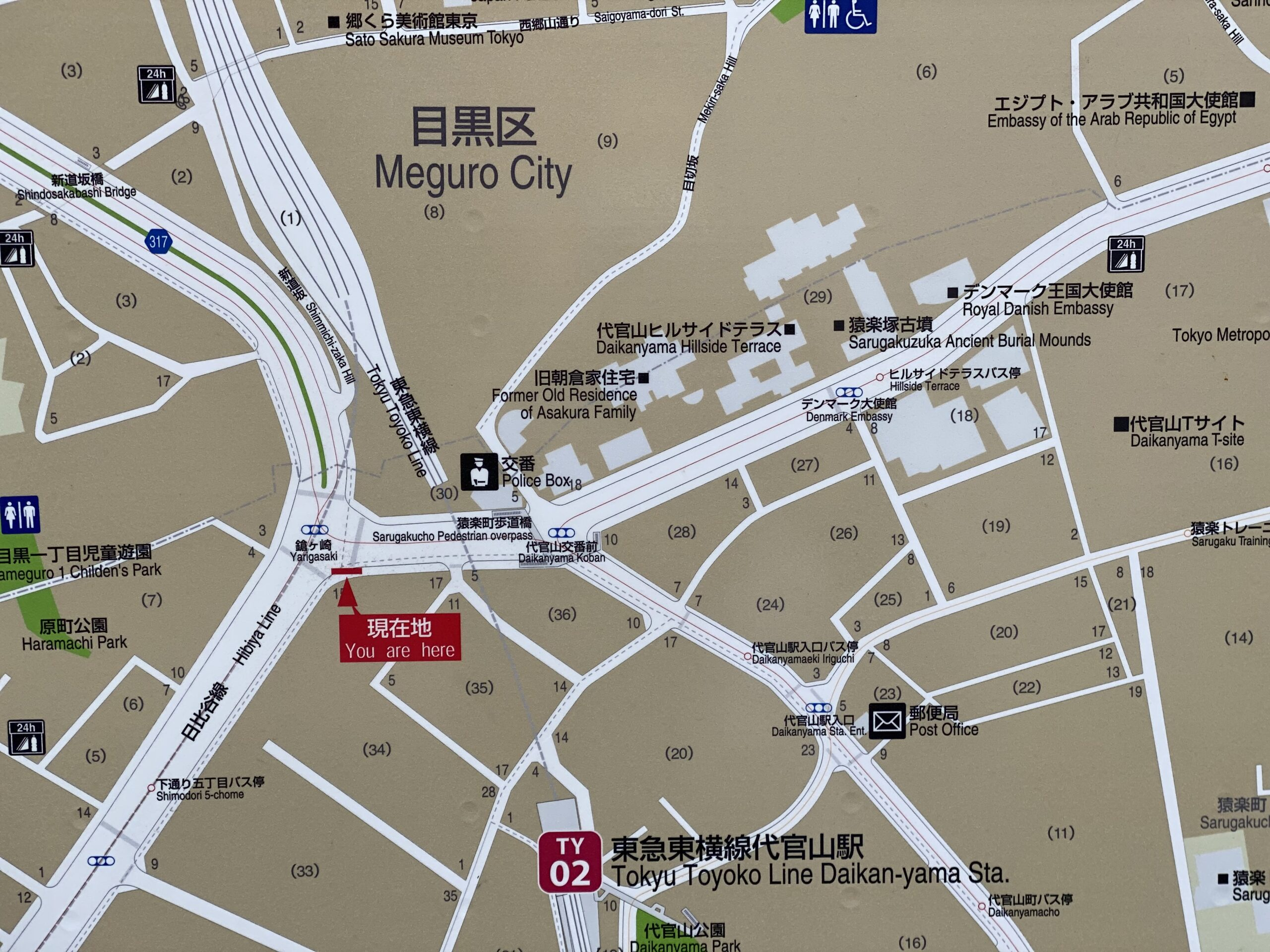 小山ケイ撮影による、代官山付近の地図(山手通りにて)